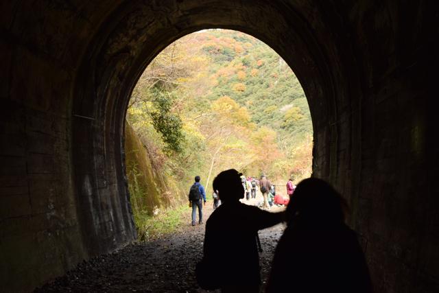 トンネルから外へ